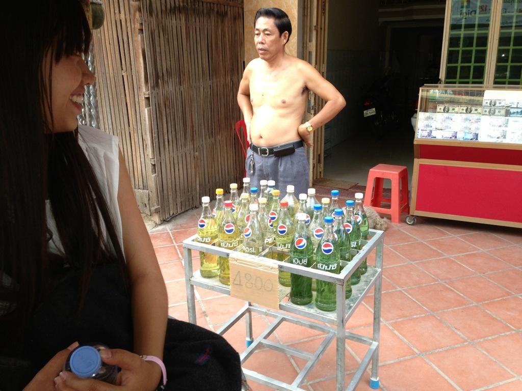 カンボジアのガソリンスタンド