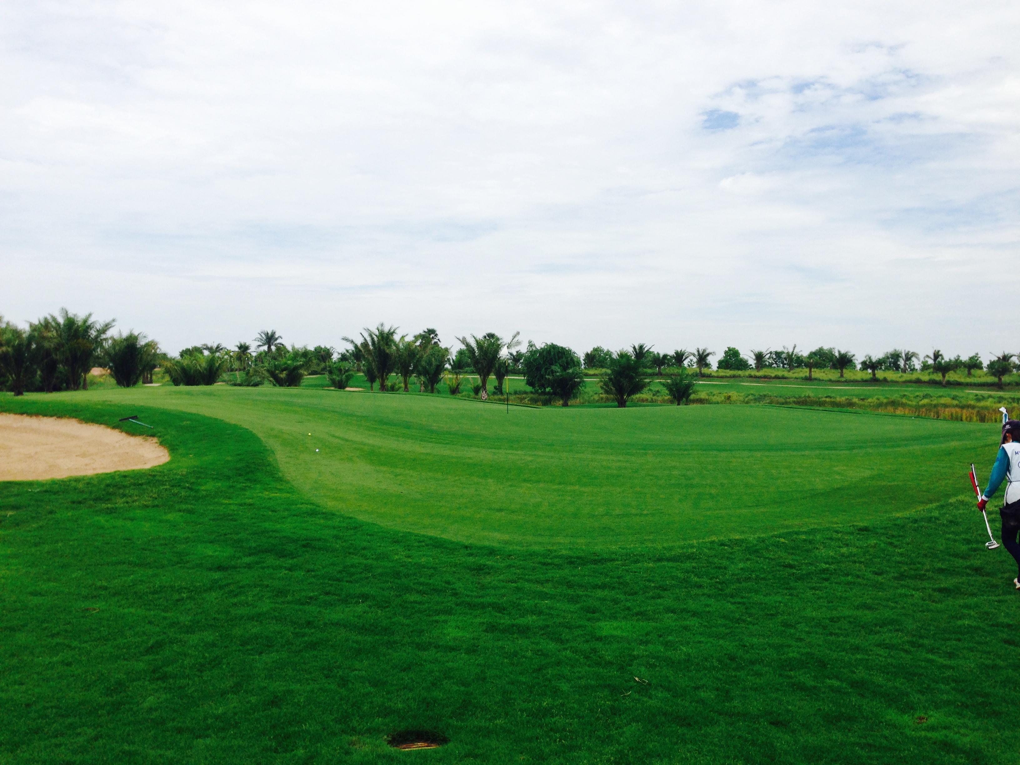 カンボジアにも素敵なゴルフ場があります。