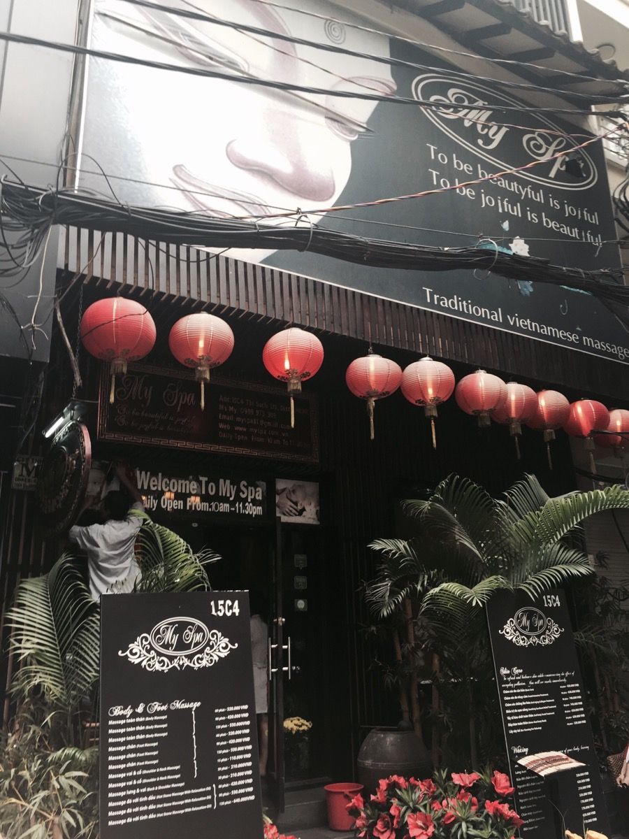 ベトナムでキュウリパック中!